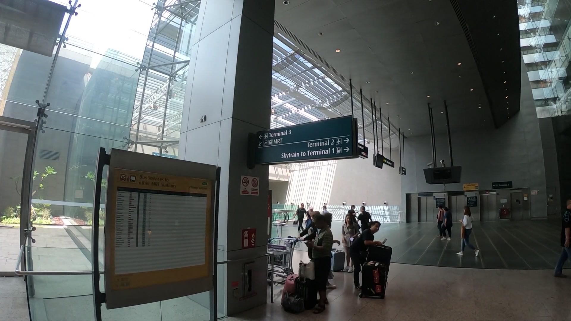 チャンギ国際空港 MRT 行き方