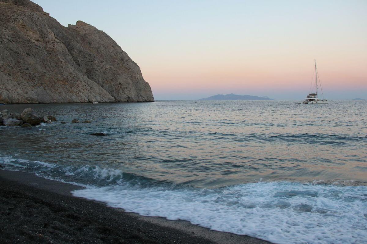 卒業旅行 海外 ギリシャ ブラックビーチ