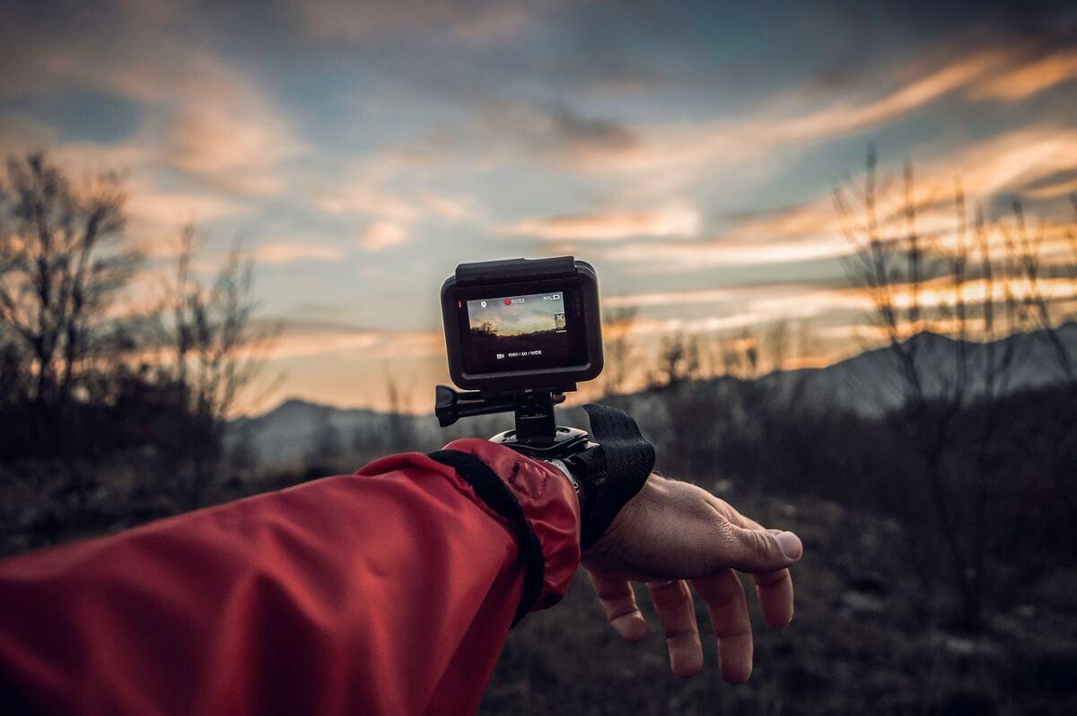 アクションカメラ ウェアラブルカメラ