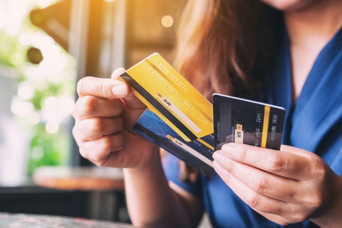 海外旅行 クレジットカード 何枚 3枚