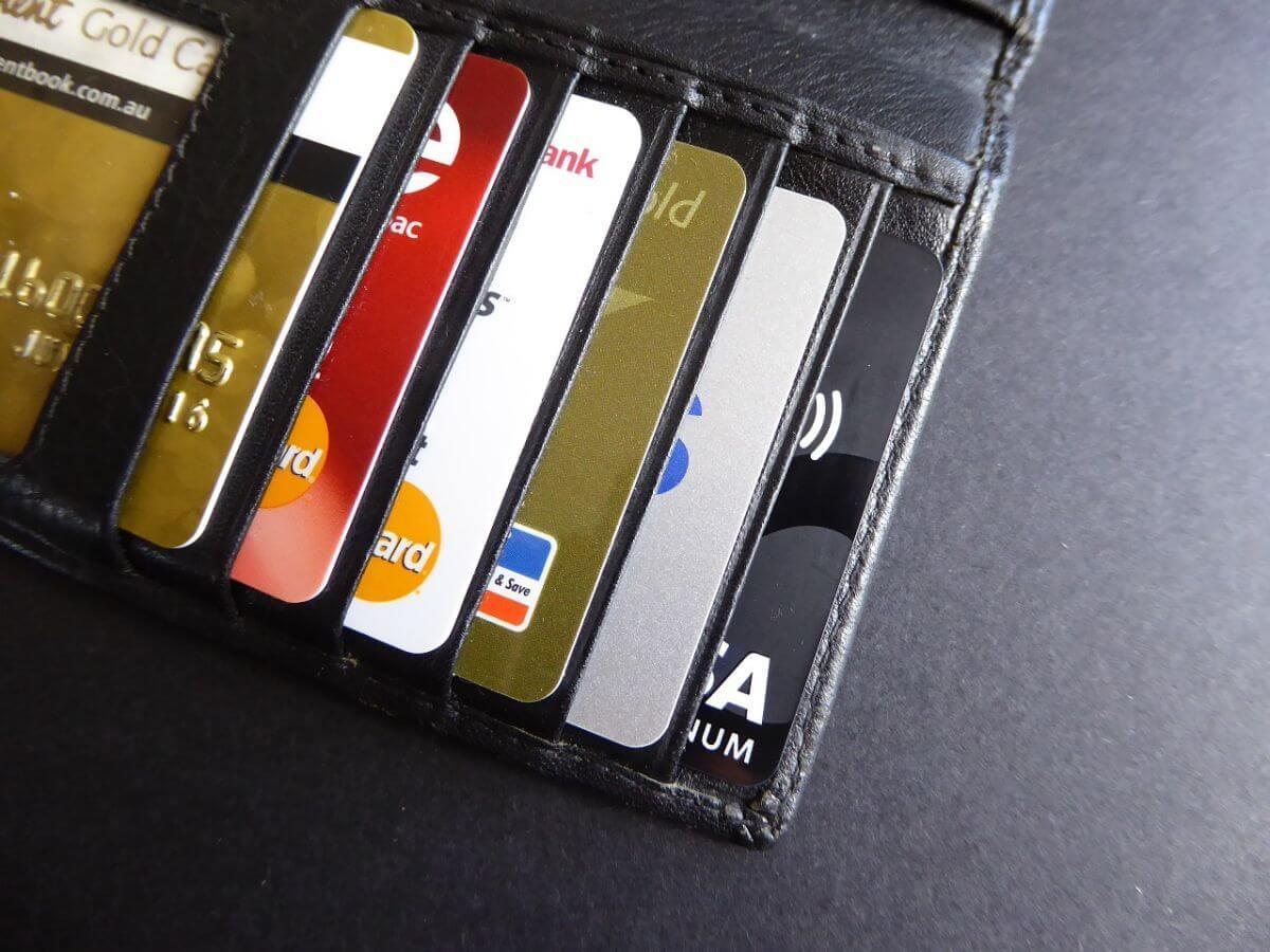海外旅行 クレジットカード 何枚